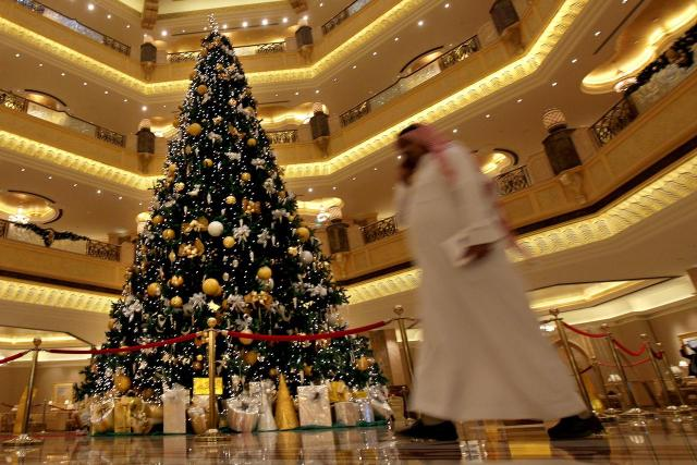 emirates-palace-xmas-tree